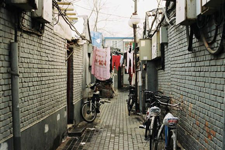 Ride a bike in Beijing Hutong to feel leisure and simplicity
