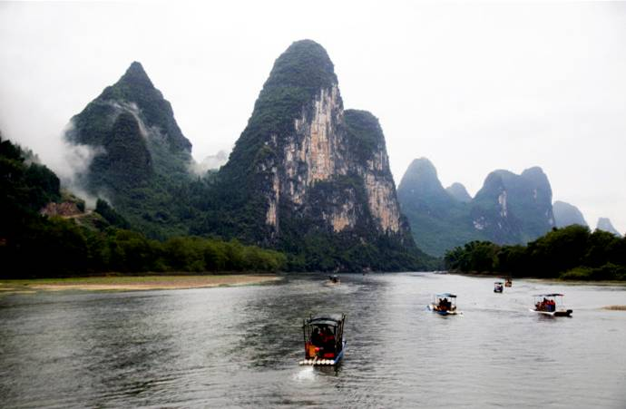 Li River in Misty Rain: A Chinese painting gallery