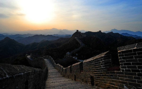 Spring Outing in Jingshanling Great Wall to see Apricot Blossoms