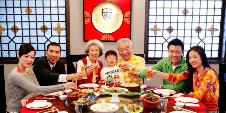 Family reunion dinner