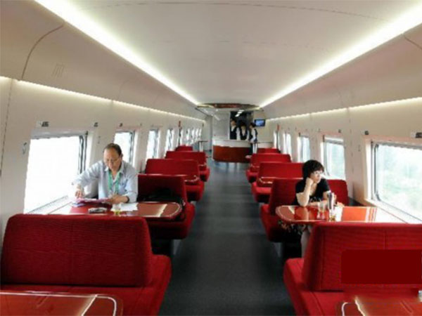 dining cars on high-speed train
