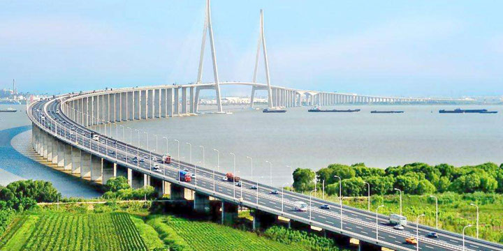 The Longest Bridges in China-Sutong Chinagjiang Highway Bridge (Suzhou-Nantong Bridge)