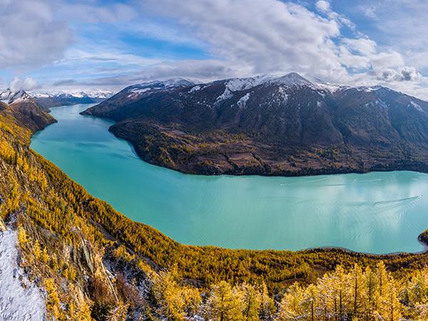 Lago Kanas de Urumqi