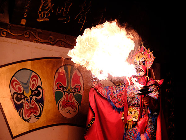 Enjoy the Sichuan Opera