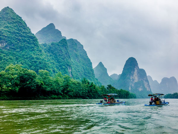 Enjoy the misty Chinese ink painting - Guilin Li River