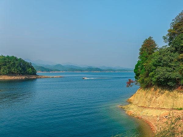 Thousand-islet Lake