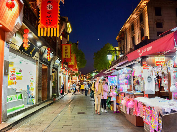 Top 5 Famous Food Streets in Hangzhou