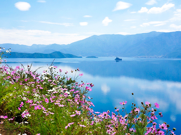 Most Famous Lakes in China-Lugu Lake in Lijiang