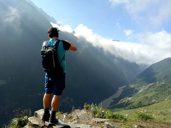 1 Day Tiger Leaping Gorge Hiking Tour from Lijiang