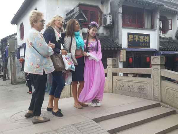 Take a Sightseeing around Tongli Water Town