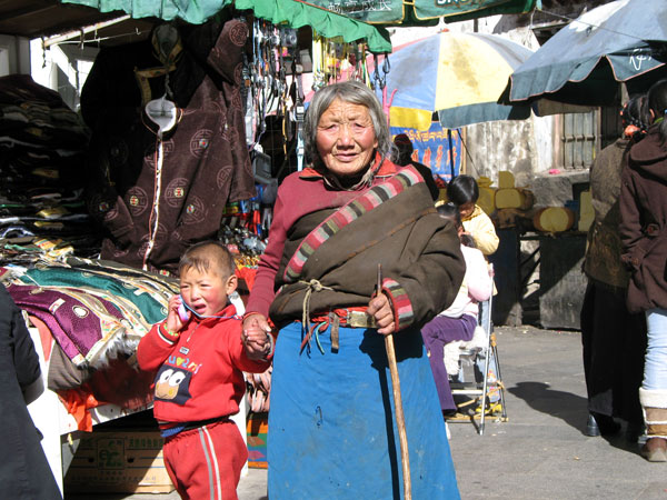 How to visit Jokhang Monastery and Barkhor Street