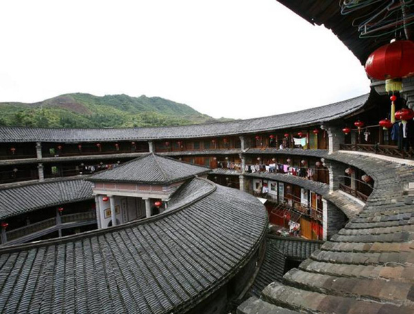 A Trip to Discover the Face of Hakka Earth Buildings