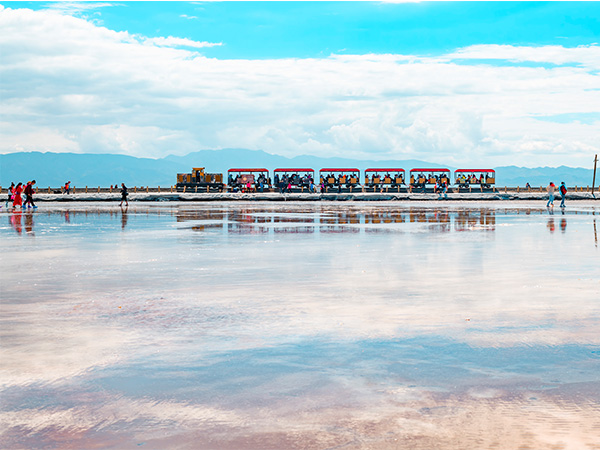 Chaka Salt Lake in Qinghai Province, Salt Lake in Qaidam Basin