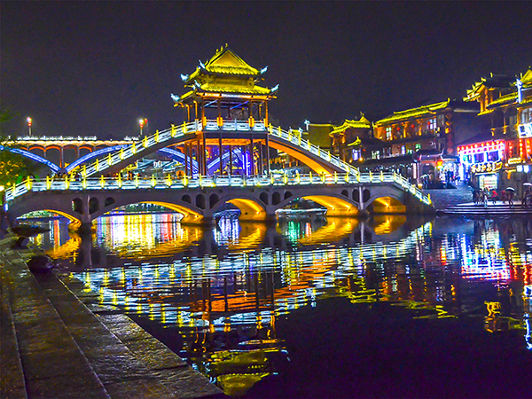 how to plan a trip to Fenghuang Ancient Town